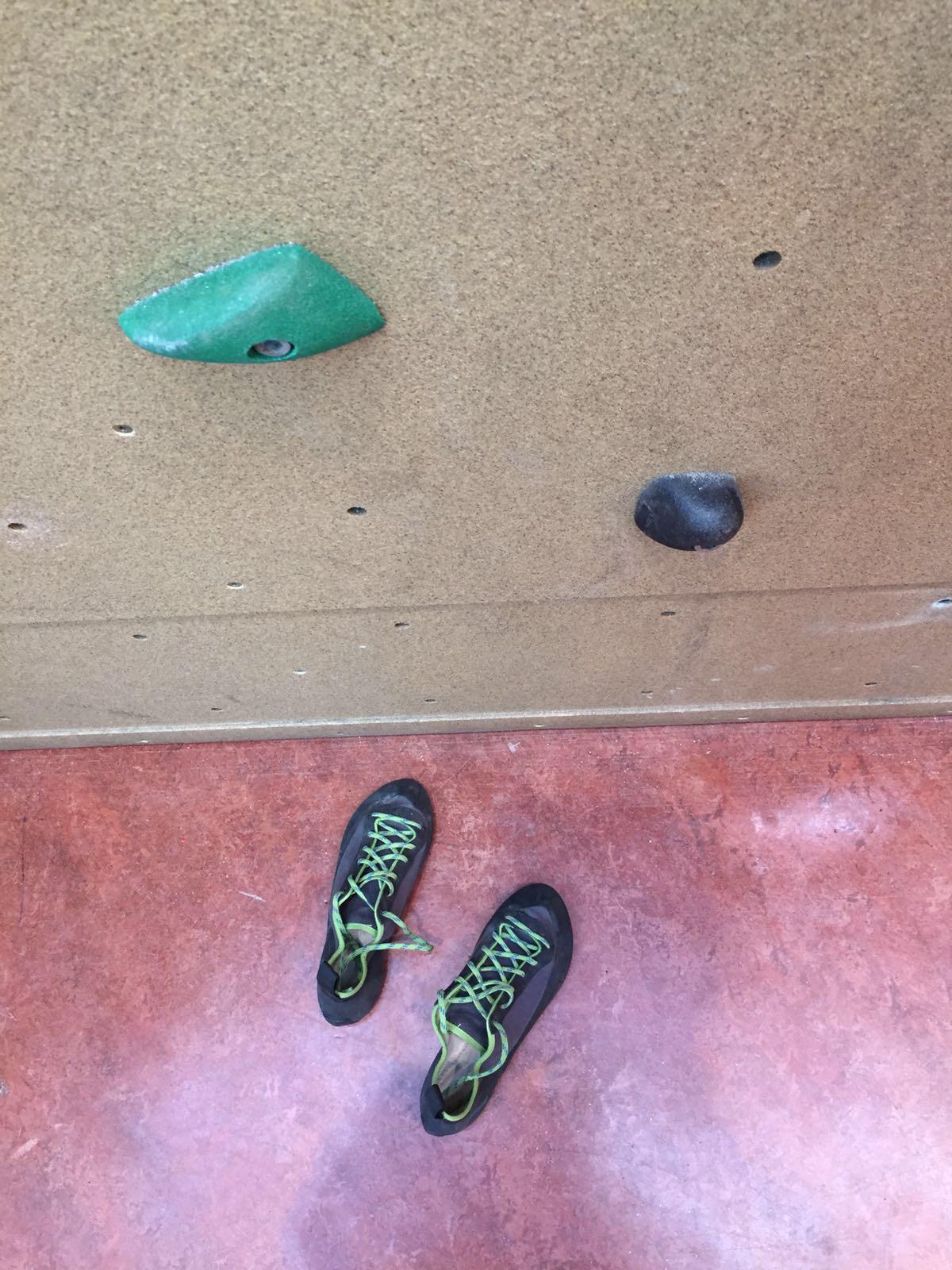klimschoenen bij klimwand